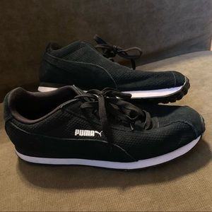 Puma Women's 7.5 Black Sneakers